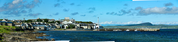 Picture of a panoramic view over a coastal village (Bowmore on the Isle of Islay) with its pier